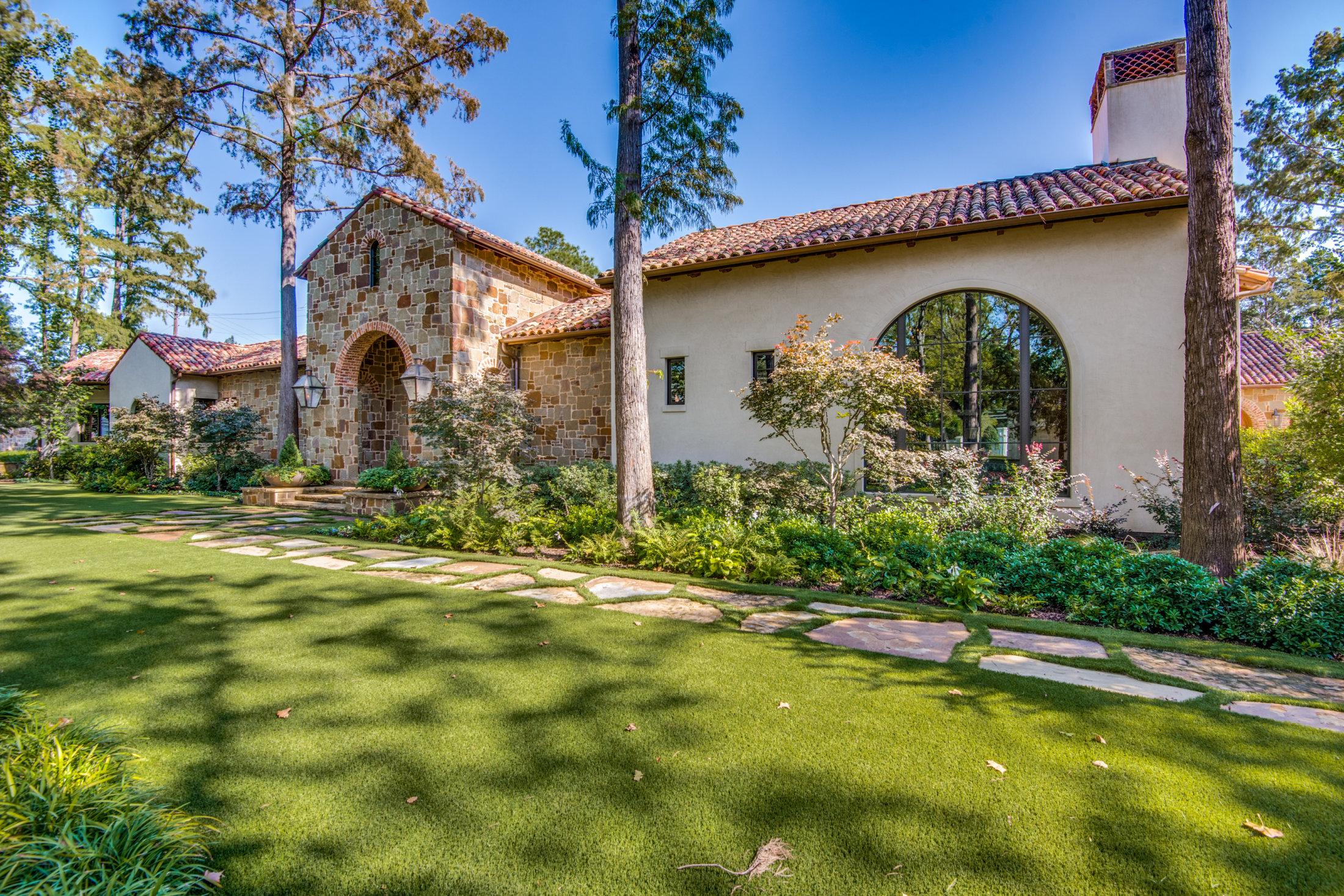 Exteriors - Platinum Homes Mark Molthan
