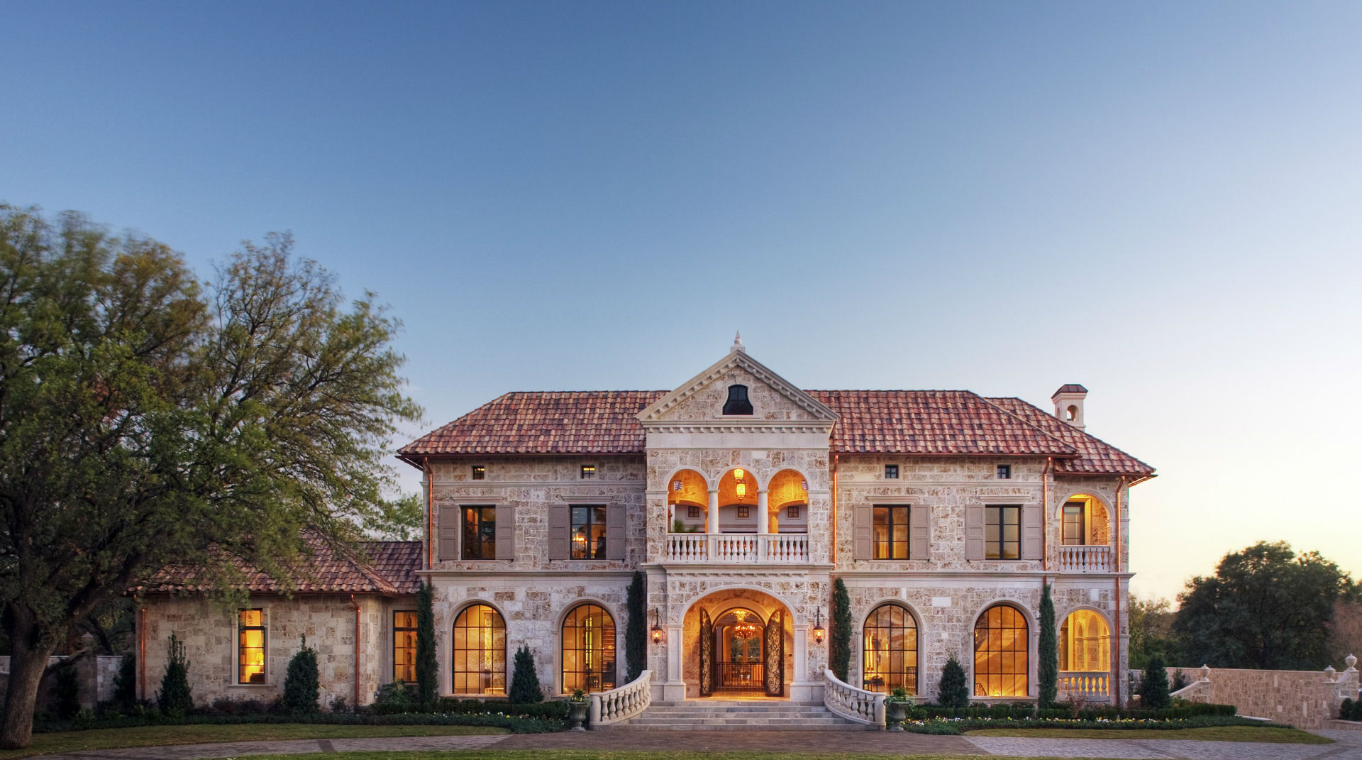 Platinum-Series-Homes-by-Mark-Molthan-LUXE Showhome-exterior
