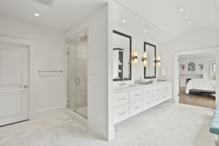 Bathroom - Platinum Homes by Mark Molthan